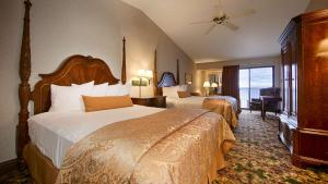 Queen Room with Two Queen Beds - Lake View