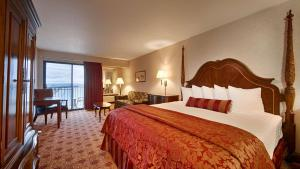 Queen Room with Two Queen Beds and Sofa Bed - Lake View