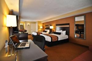 Queen Suite with Two Queen Beds and Spa Bath