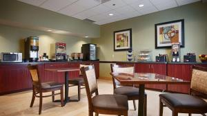 Best Western Airport Inn & Suites Cleveland, Szállodák  Brook Park - big - 39