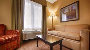 King Suite with Walk-in Shower - Disability Access