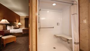Two Bedroom King Suite with Sofa Bed and Mobility Accessible Communcation Assistance Roll In Shower - Non-Smoking