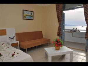 Victoria Suite Hotel & Spa, Отели  Тургутреис - big - 20
