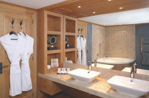 Chalet RoyAlp Hôtel & Spa, Hotely  Villars-sur-Ollon - big - 3