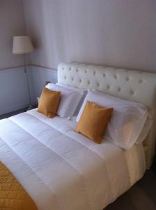 B&B Le Grazie, Bed and Breakfasts  Bergamo - big - 1