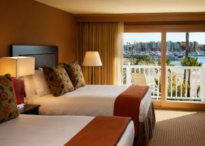 Queen Room with Two Queen Beds with Harbor View