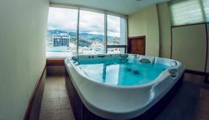 Hotel Emperador, Hotel  Ambato - big - 41