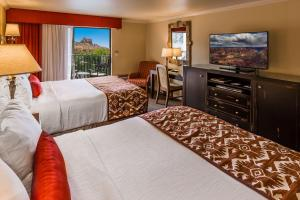 Queen Room with Two Queen Beds with Red Rock View with Balcony - Non smoking