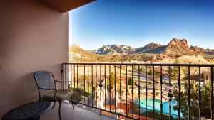 King Room with Red Rock View with Balcony - Non smoking