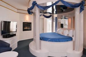 Fantasy  King Suite