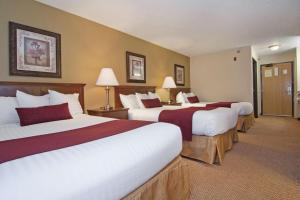 Room with Three Double Beds - Non-Smoking