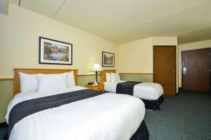 Triple Room with One Double Bed and One Single Bed - Disability Access