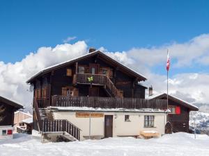 Gruppenhaus im Walliser Alpstyle