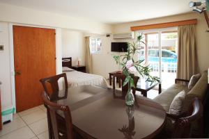 Petsas Apartments, Aparthotels  Coral Bay - big - 9