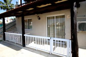 Petsas Apartments, Aparthotels  Coral Bay - big - 10