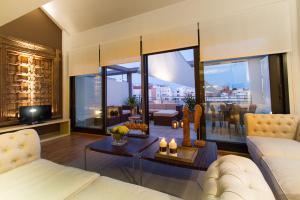 Valencia Luxury Center
