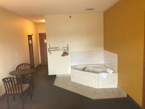 Queen Room with Spa Bath- Disability Access - Non-Smoking