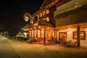 Hotel-Restaurant Vinothek Lamm, Hotel  Bad Herrenalb - big - 1