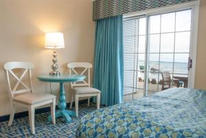 Deluxe King and Queen Room - Beach View