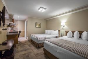 Econo Lodge Inn & Suites City Center Red Deer