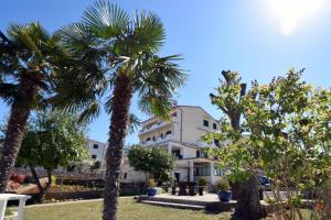 Apartments Petrica, Apartments  Malinska - big - 1