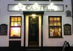 Y Castell Bar and Accommodation