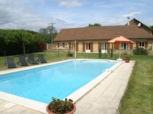 Maison De Vacances - Besse 2, Nyaralók  Saint-Pompont - big - 1