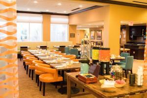 Hilton Garden Inn Clarksville, Hotels  Clarksville - big - 37