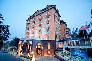 Курортный отель Royal Grand Hotel