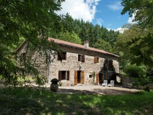 A Beautiful Stone farmhouse, Villas  Saint-Bonnet-le-Froid - big - 36