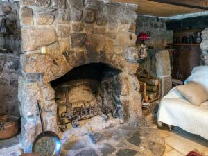 A Beautiful Stone farmhouse, Villas  Saint-Bonnet-le-Froid - big - 33