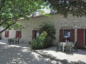Gîte Grange, Villen  Touffailles - big - 36