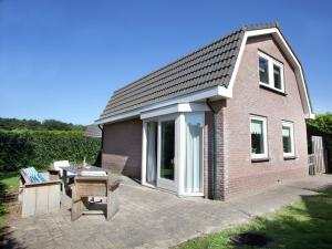 Holiday home Bungalowpark T Lappennest, Holiday homes  Noordwijk - big - 11