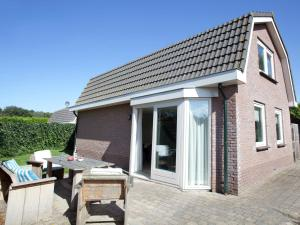 Holiday home Bungalowpark T Lappennest, Holiday homes  Noordwijk - big - 10