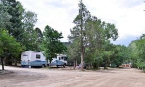 Cutty's Hayden Creek Resort - A Cruise Inn Park, Campsites  Coaldale - big - 25