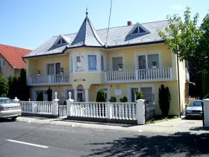 Kis Apartmanház, Apartmány  Hévíz - big - 1
