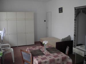 Kis Apartmanház, Apartmány  Hévíz - big - 12