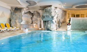 Alpen Hotel Corona, Hotely  Vigo di Fassa - big - 77