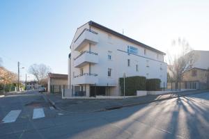 Studio avec parking et balcon aux Argoulets, Apartmány  Toulouse - big - 4