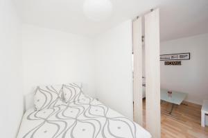 Studio avec parking et balcon aux Argoulets, Apartmány  Toulouse - big - 7