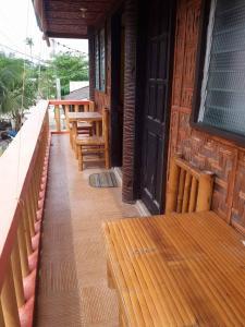 Guanna's Place Room and Resto Bar, Inns  Malapascua Island - big - 46