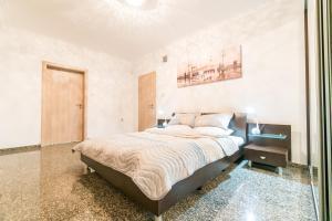 LazyKey Suites - Bright 3BD Apt w/Unbeatable Location
