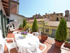 La Regina Di Lucca - Casa Artisti 1, Apartmanok  Lucca - big - 1