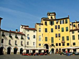 La Regina Di Lucca - Casa Artisti 1, Apartmanok  Lucca - big - 11