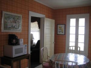 Cottage 201-B Upstairs