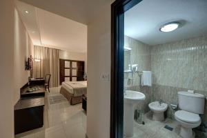 Palm Beach Hotel, Hotely  Dubaj - big - 5
