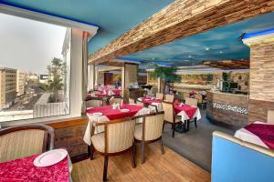 Palm Beach Hotel, Hotely  Dubaj - big - 32