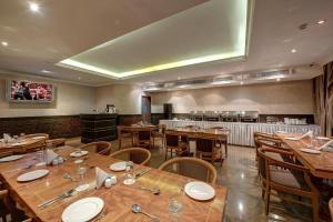 Palm Beach Hotel, Hotely  Dubaj - big - 16