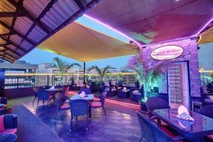 Palm Beach Hotel, Hotely  Dubaj - big - 25