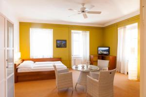Julija&Robert's Riverview Apartments and Rooms